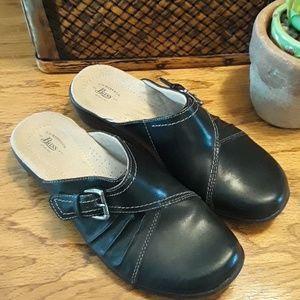 Bass 8 1/2 clog shoes